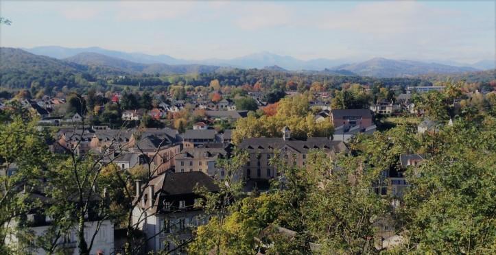Oloron-Sainte-Marie---Quartier-Sainte-Croix---Vue-de-Bellevue--Office-de-Tourisme-du-Piemont-Oloronais-